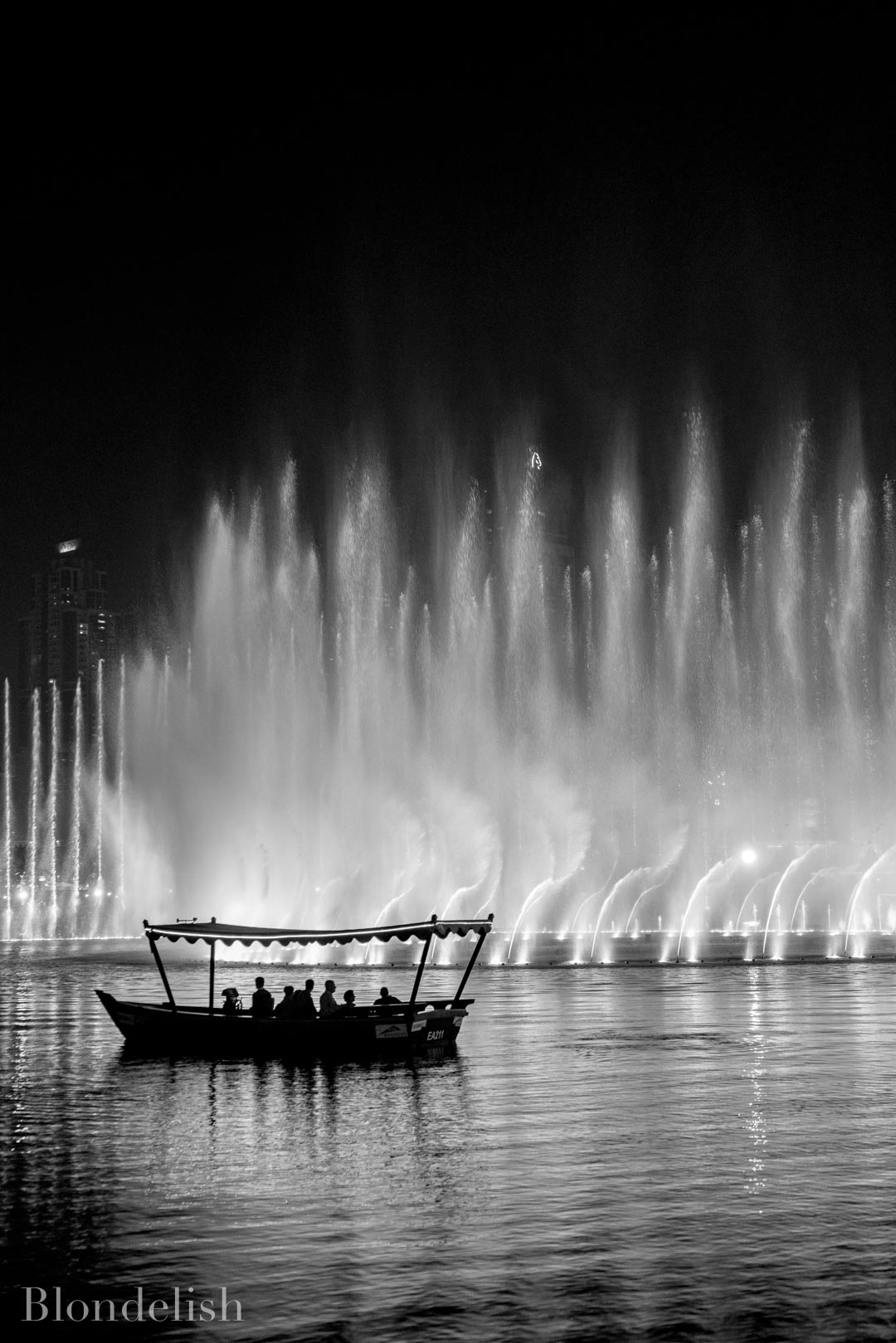 Dubai Fountains - Best Places to Visit in Dubai - Things to do in Dubai