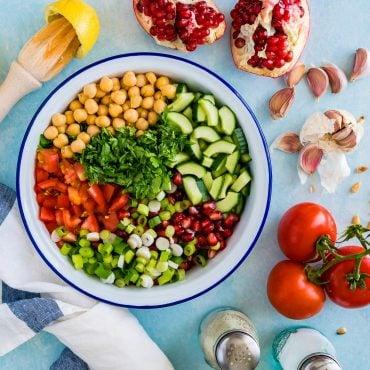 Salata cu Naut si Dressing Tahini