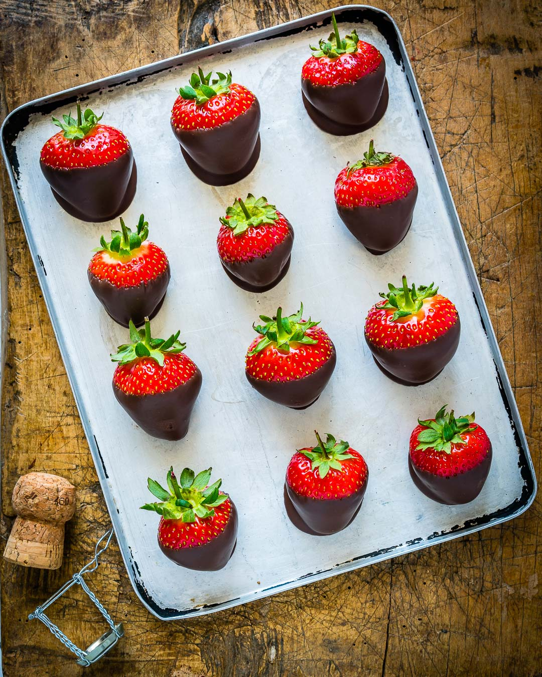 How To Make Chocolate Covered Strawberries Easy Blondelish Com