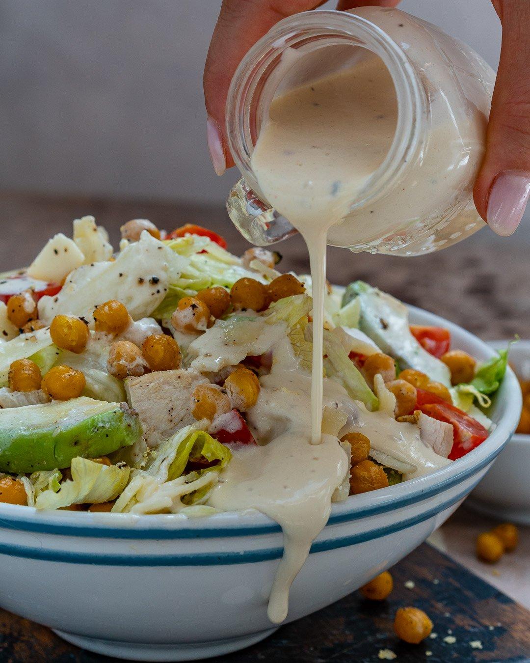 Salata Caesar Cu Pui Si Naut Crocant - Reteta Video 16