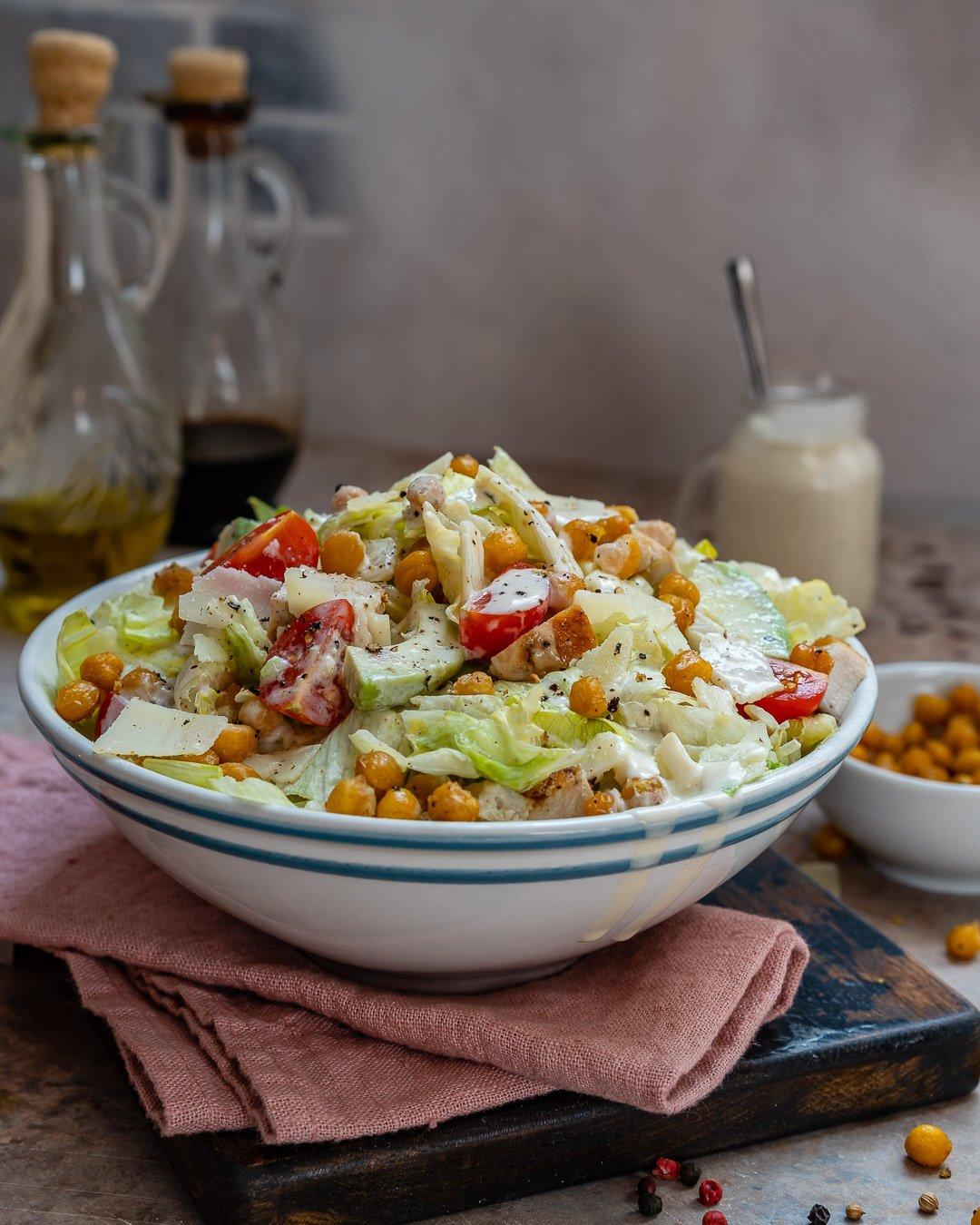 Salata Caesar Cu Pui Si Naut Crocant - Reteta Video 6