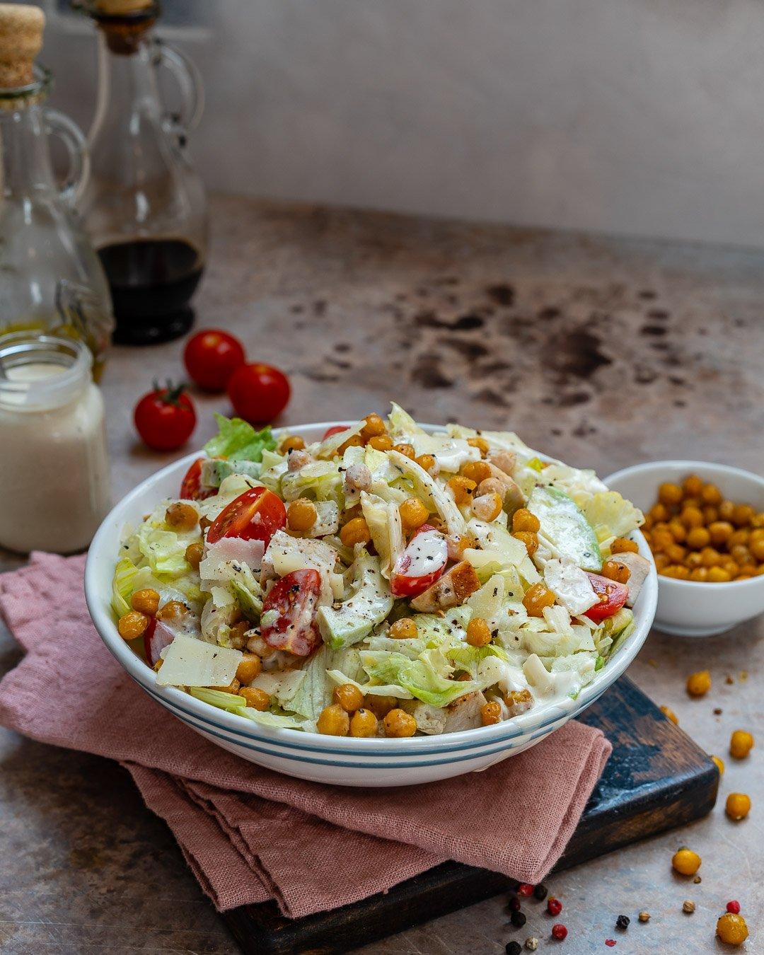 Salata Caesar Cu Pui Si Naut Crocant - Reteta Video 7