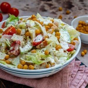 Salata Caesar Cu Pui Si Naut Crocant - Reteta Video 8