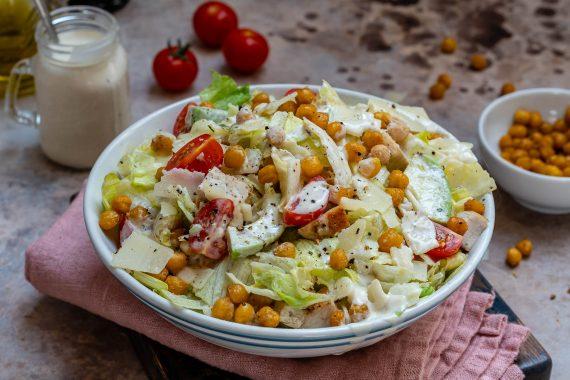 Salata Caesar Cu Pui Si Naut Crocant - Reteta Video 9