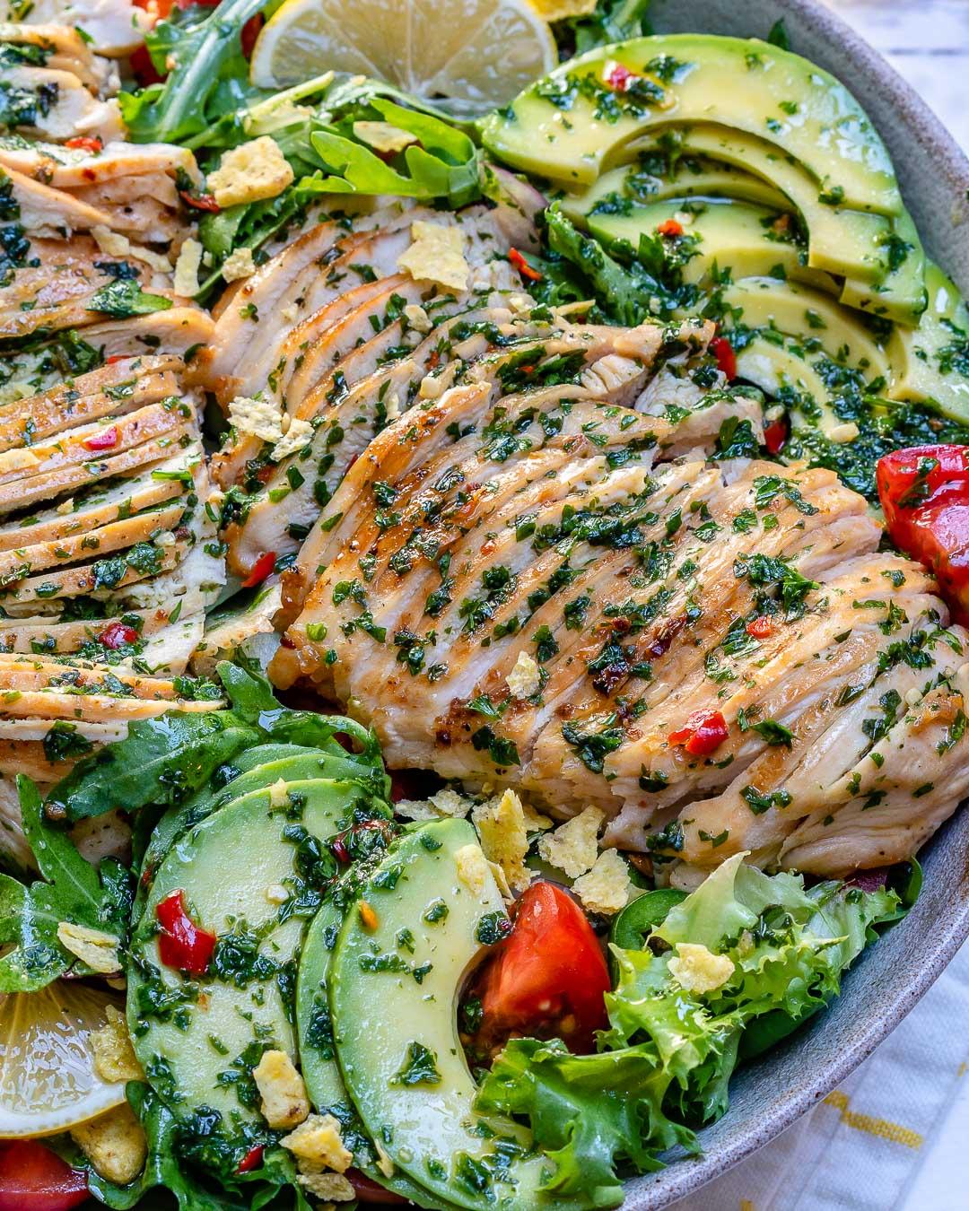 Salata De Pui Cu Avocado Si Sos Chimichurri - Reteta Video 2