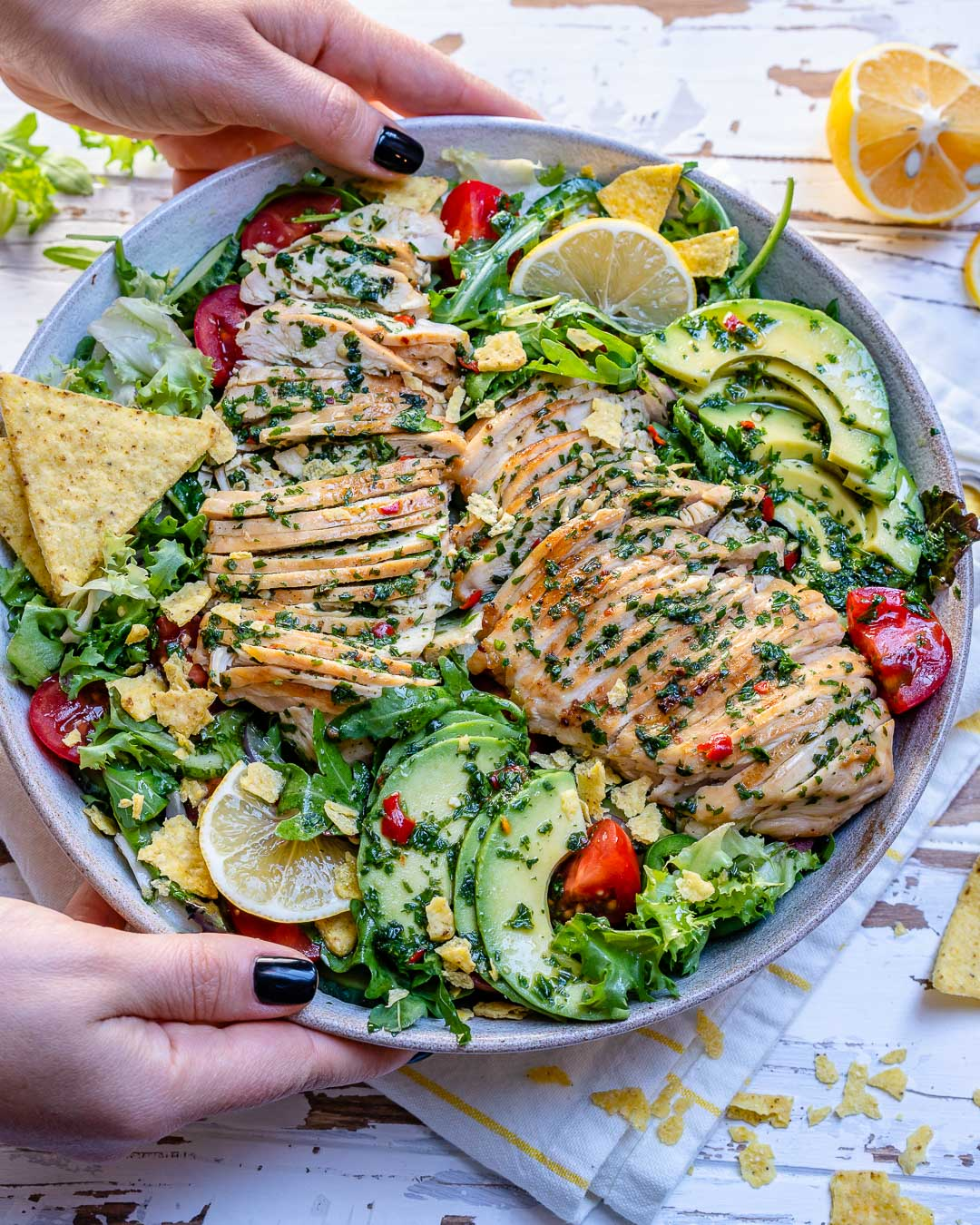 Salata De Pui Cu Avocado Si Sos Chimichurri - Reteta Video 1