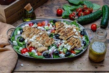 Reteta de Salata Greceasca Cu Piept De Pui La Gratar 7