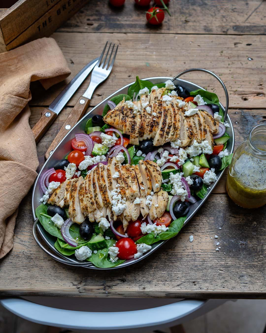 Reteta de Salata Greceasca Cu Piept De Pui La Gratar 5