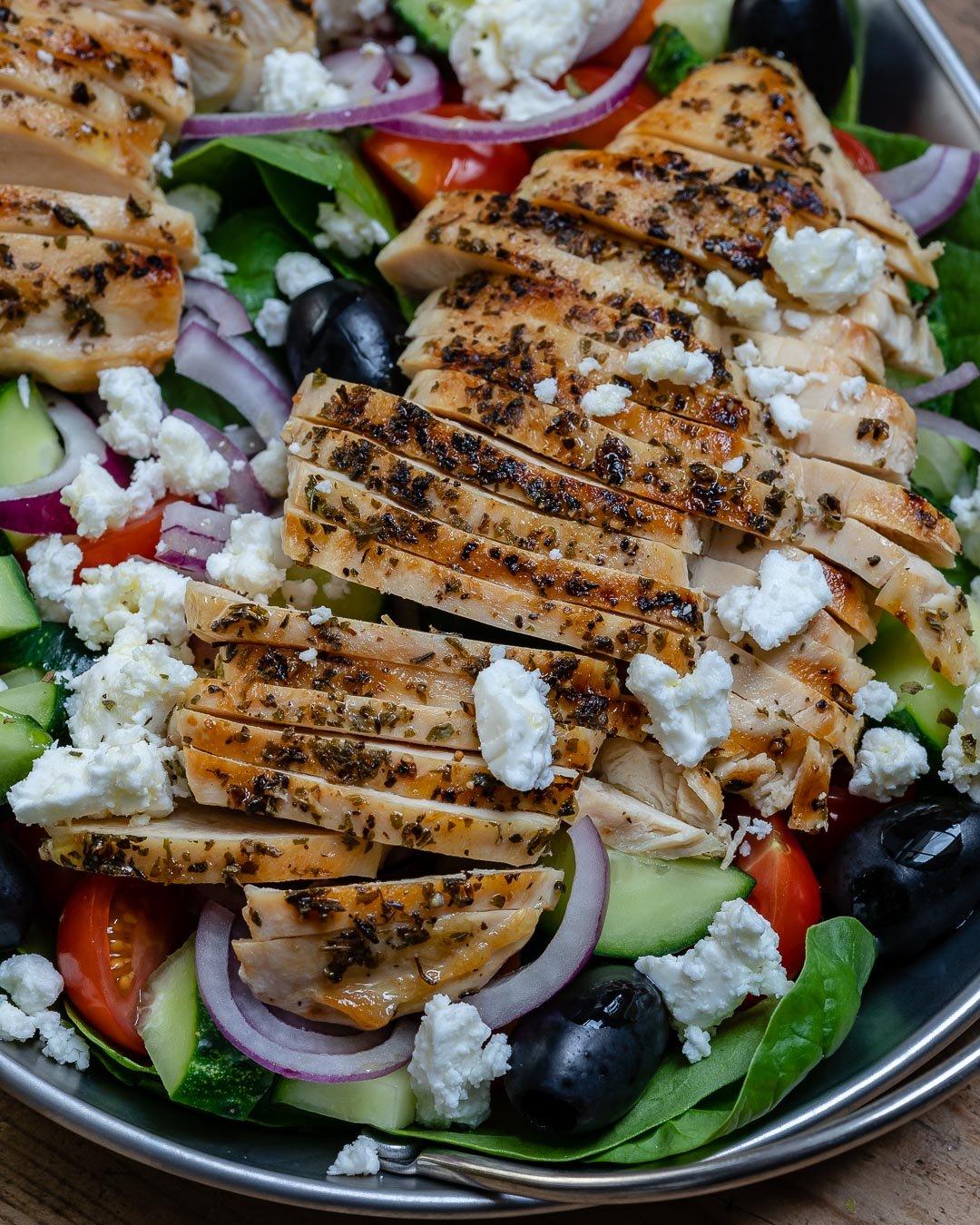 Reteta de Salata Greceasca Cu Piept De Pui La Gratar 3