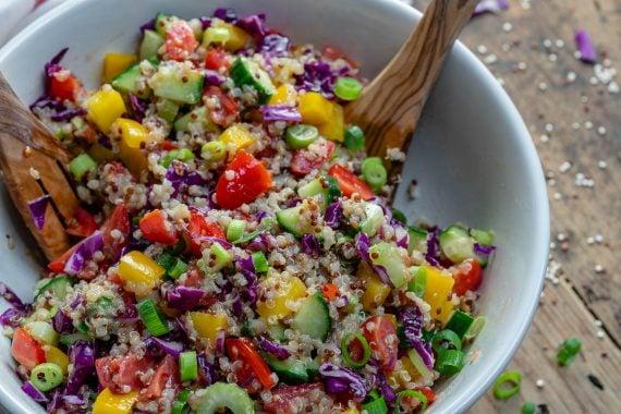 Salata De Quinoa Si Legume - Reteta Video 7