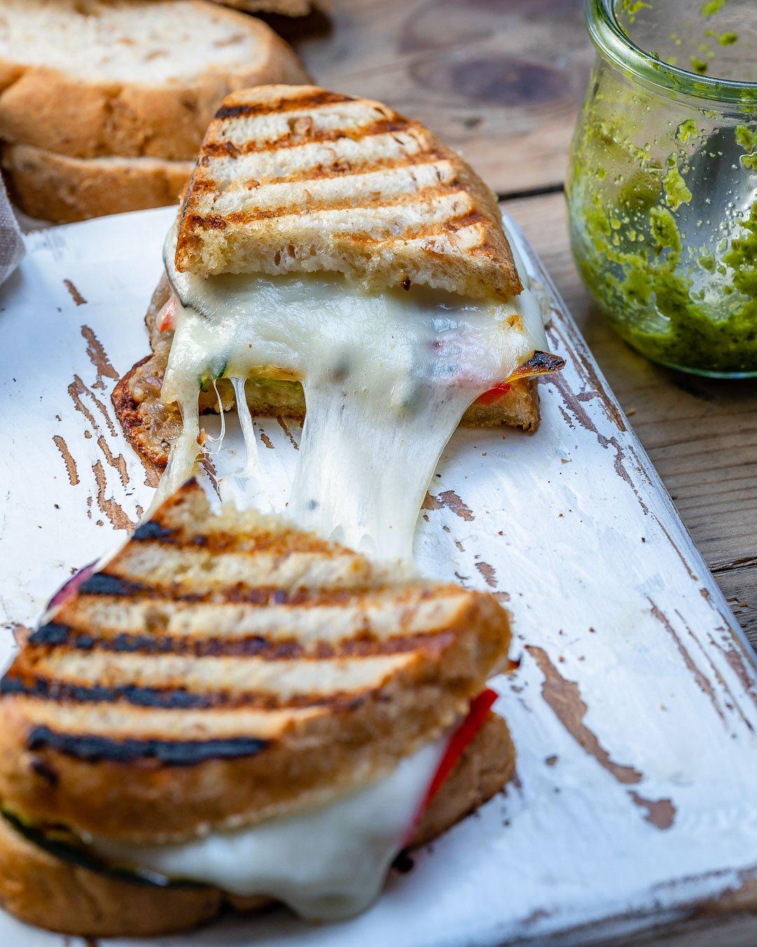 Sandwich Cu Branza Si Legume La Gratar 8
