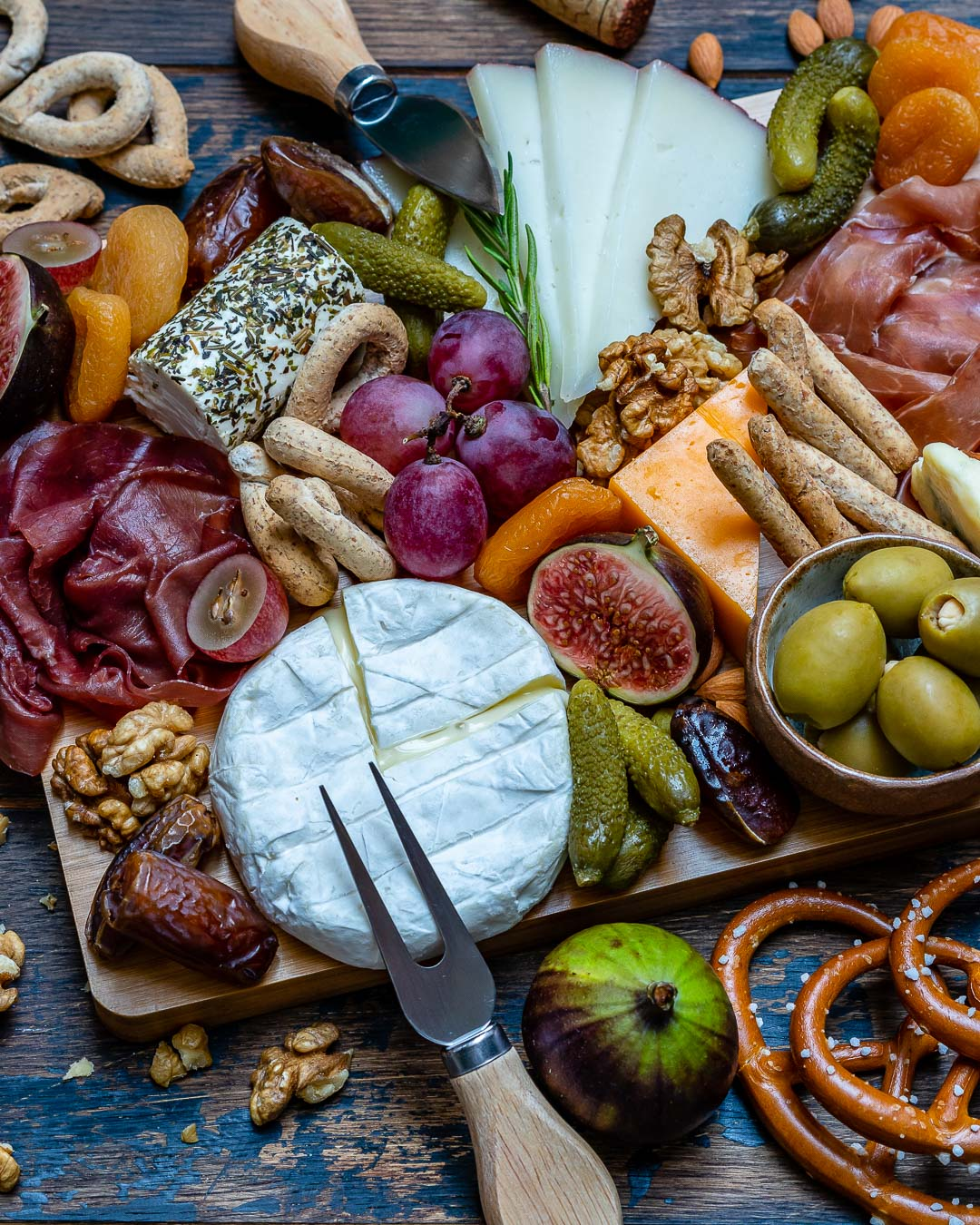 How to Make The Best Charcuterie And Cheese Platter For The Holidays-10
