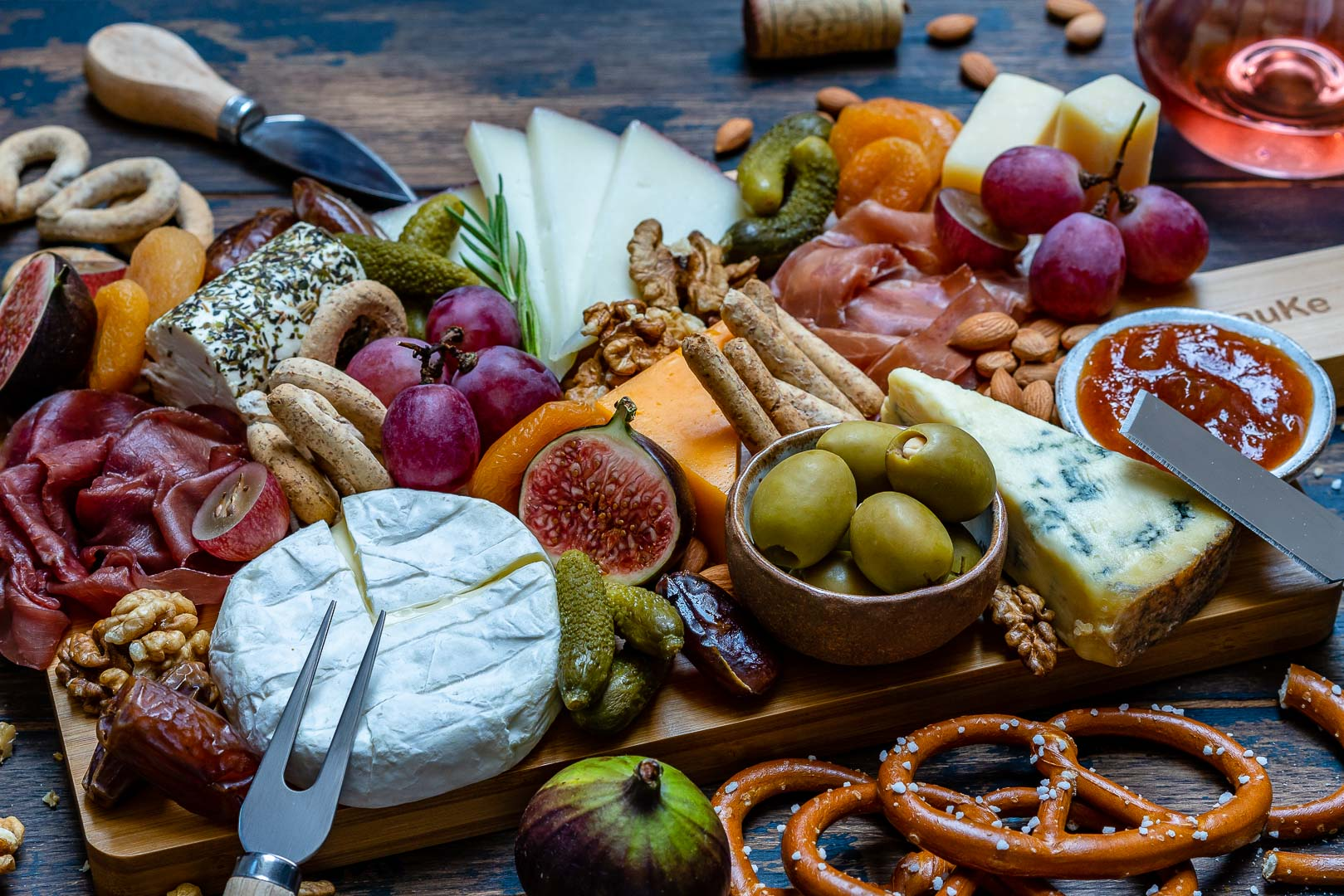 How to Make The Best Charcuterie And Cheese Platter For The Holidays-11