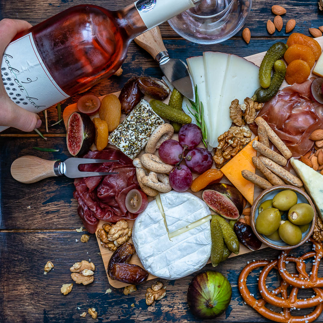 How to Make The Best Charcuterie And Cheese Platter For The Holidays-3