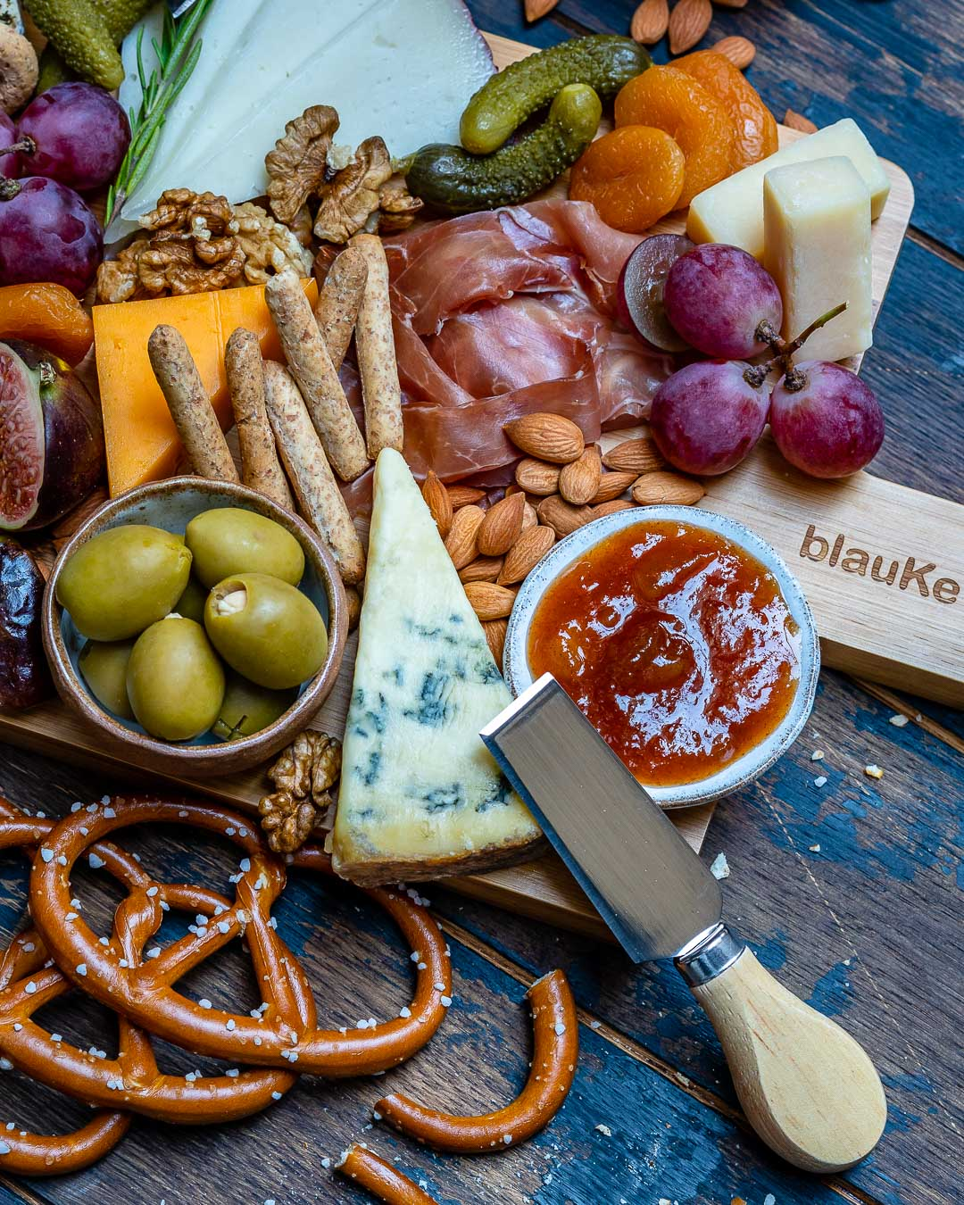 How to Make The Best Charcuterie And Cheese Platter For The Holidays-9