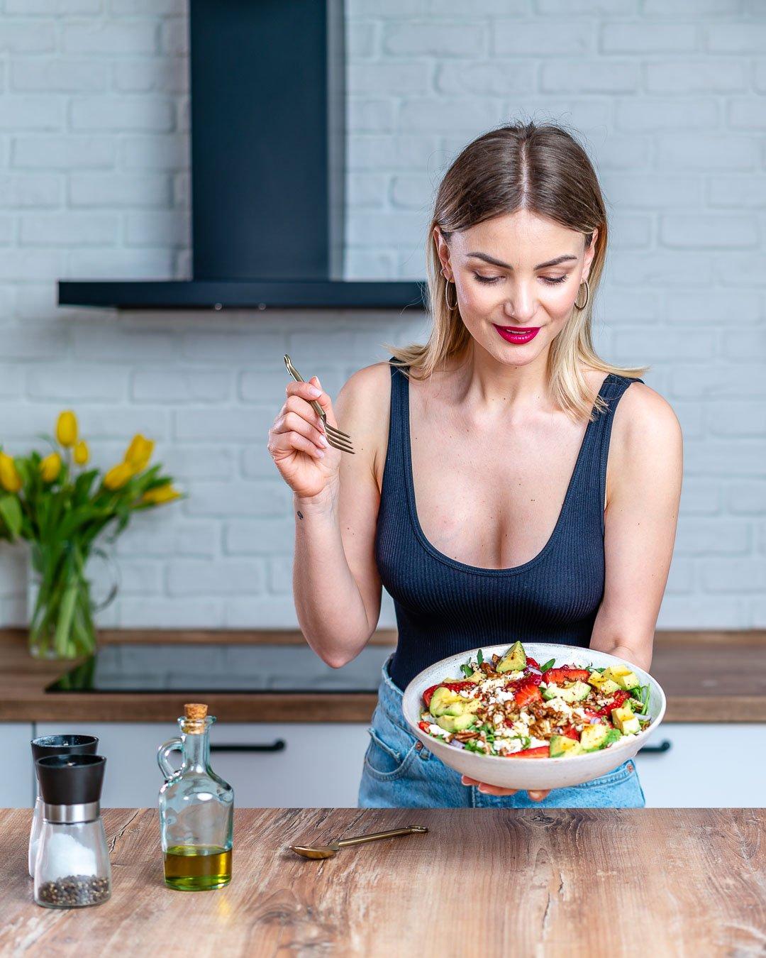 Salata De Avocado Cu Rucola Si Capsuni - Reteta Video 11