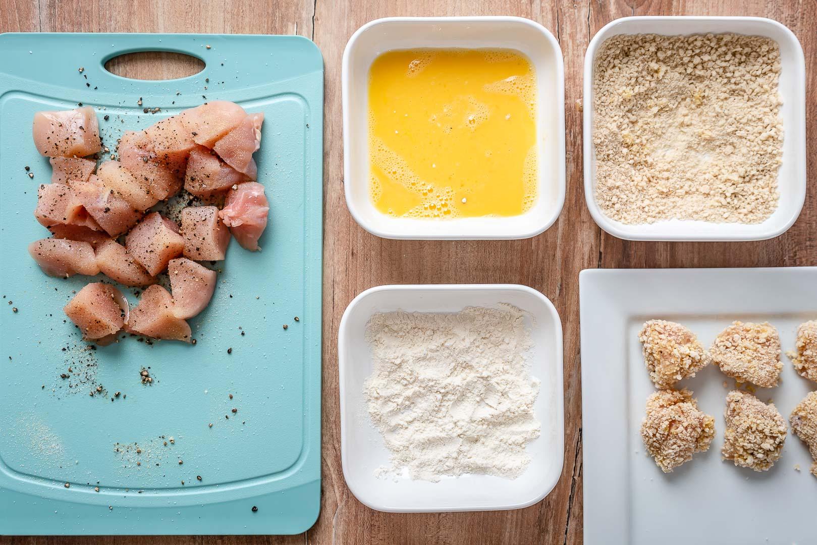 Bouchées de poulet au beurre à l'ail et asperges au citron