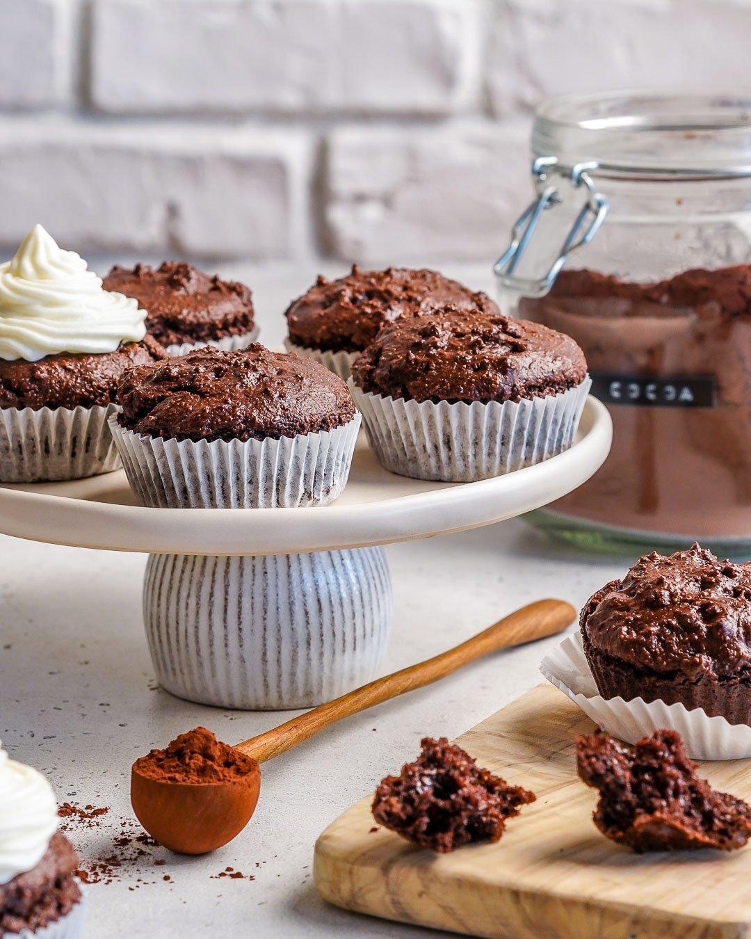 Petits gâteaux au chocolat Keto avec glaçage au fromage à la crème - Comment faire des cupcakes au chocolat à partir de zéro-12