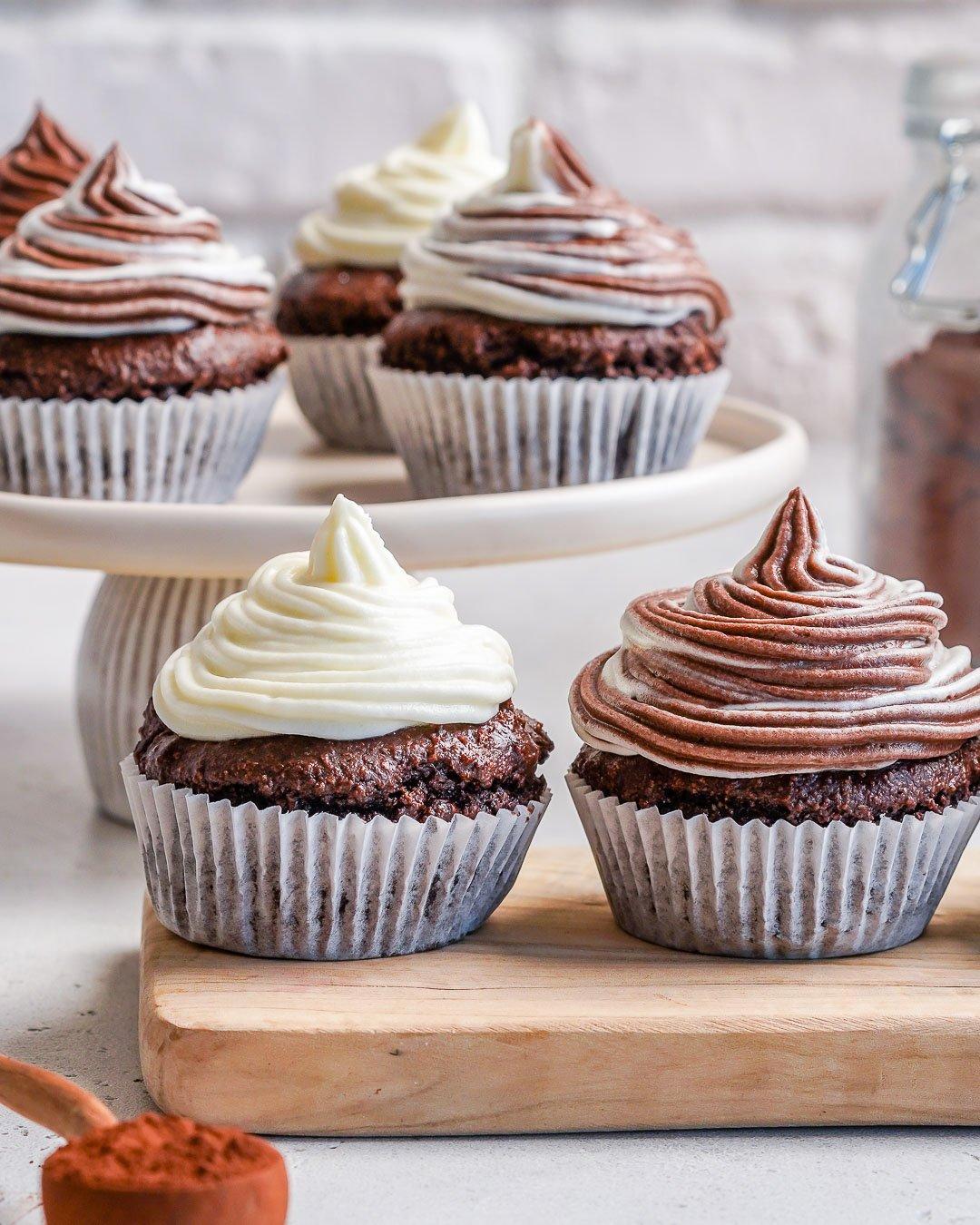 Cupcakes au chocolat Keto avec glaçage au fromage à la crème - Comment faire des cupcakes au chocolat à partir de zéro-24