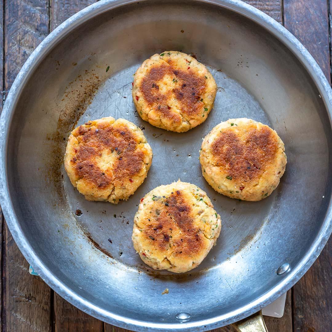 Recette de galettes de saumon faciles 2-Ways (Keto | Sans gluten | Paleo | Whole30) -10